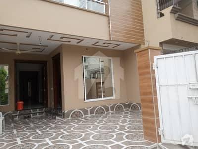 ملٹری اکاؤنٹس ہاؤسنگ سوسائٹی لاہور میں 6 کمروں کا 8 مرلہ مکان 1.9 کروڑ میں برائے فروخت۔