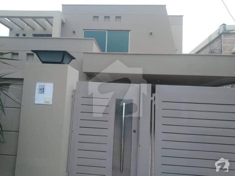 ڈی ایچ اے فیز 2 ڈیفنس (ڈی ایچ اے) لاہور میں 4 کمروں کا 1 کنال مکان 3.2 لاکھ میں کرایہ پر دستیاب ہے۔