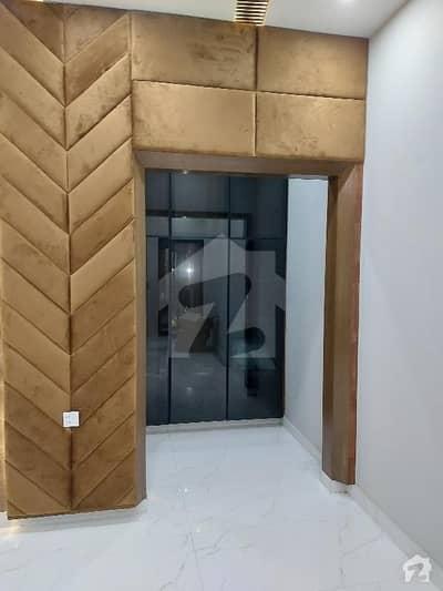 ایڈن ویلی فیصل آباد میں 5 کمروں کا 11 مرلہ مکان 4.25 کروڑ میں برائے فروخت۔