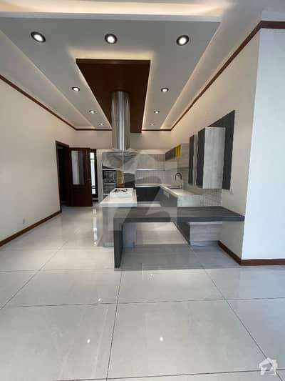 ڈی ایچ اے فیز 6 ڈی ایچ اے کراچی میں 6 کمروں کا 1 کنال مکان 16 کروڑ میں برائے فروخت۔