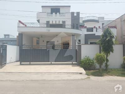 ابدالینزکوآپریٹو ہاؤسنگ سوسائٹی لاہور میں 8 کمروں کا 1 کنال مکان 5.1 کروڑ میں برائے فروخت۔