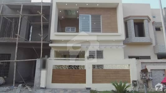 پیراگون سٹی ۔ وُوڈز بلاک پیراگون سٹی لاہور میں 3 کمروں کا 5 مرلہ مکان 1.35 کروڑ میں برائے فروخت۔