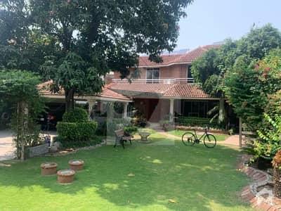 1 Kanal Facing Park Beautiful House For Sale