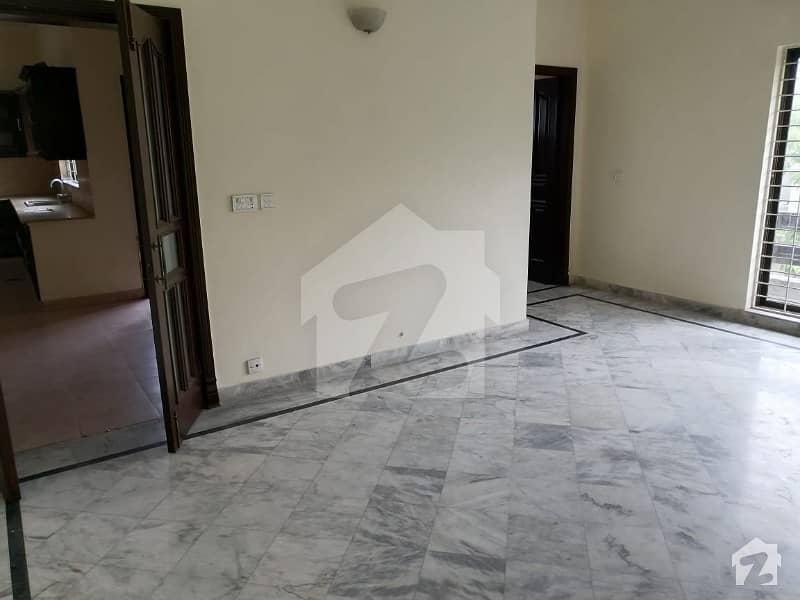 سوئی گیس ہاؤسنگ سوسائٹی لاہور میں 3 کمروں کا 2 کنال بالائی پورشن 1.15 لاکھ میں کرایہ پر دستیاب ہے۔