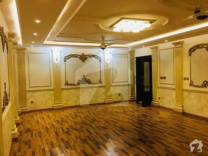 عبداللہ گارڈنز ایسٹ کینال روڈ کینال روڈ فیصل آباد میں 4 کمروں کا 1 کنال مکان 5.75 کروڑ میں برائے فروخت۔