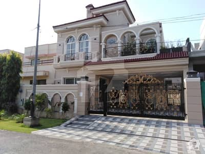 10 Marla Spanish Luxury Bungalow For Sale Near Park Commercial