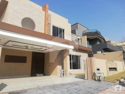 عسکری 8 عسکری لاہور میں 4 کمروں کا 1 کنال مکان 4.25 کروڑ میں برائے فروخت۔