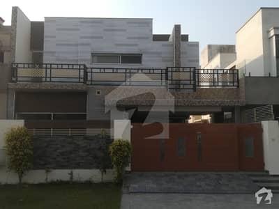 10 Marla Luxury bungalow For Sale Near Park Commercial
