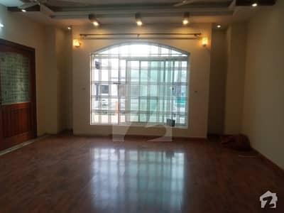 ای ۔ 11/4 ای ۔ 11 اسلام آباد میں 3 کمروں کا 1 کنال بالائی پورشن 90 ہزار میں کرایہ پر دستیاب ہے۔