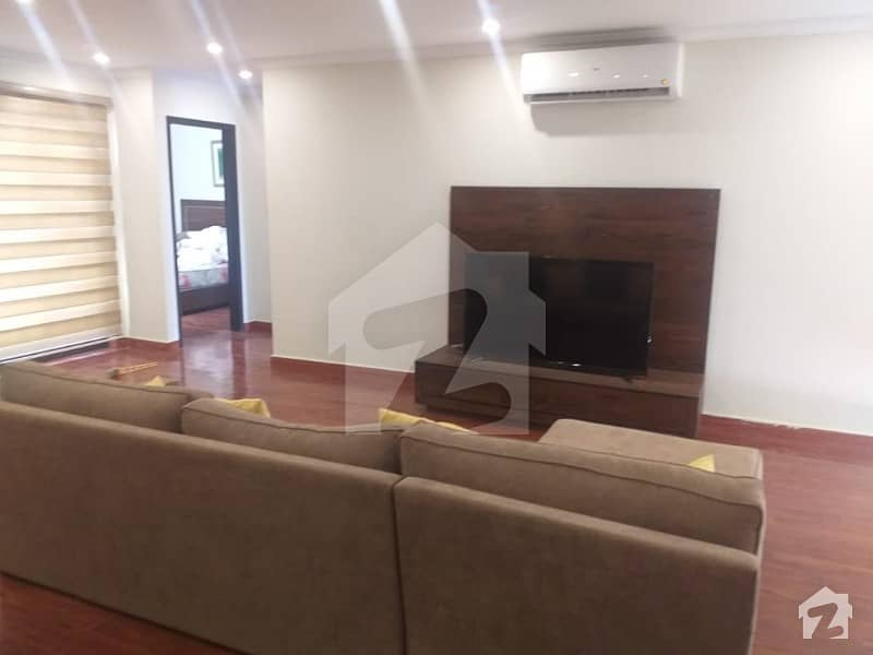 ڈی ایچ اے فیز 8 - بلاک اے ڈی ایچ اے فیز 8 ڈیفنس (ڈی ایچ اے) لاہور میں 2 کمروں کا 7 مرلہ فلیٹ 2.35 کروڑ میں برائے فروخت۔