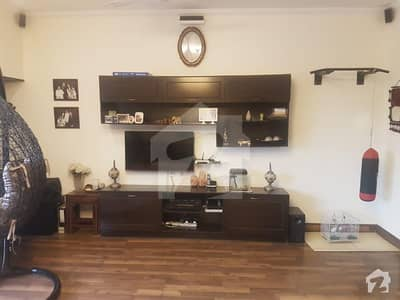 Sector G-10 Ideal Location Neat & Clean 6 Bed Full House For Sale