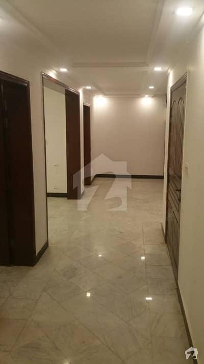 ایف ۔ 11/2 ایف ۔ 11 اسلام آباد میں 12 کمروں کا 1.6 کنال مکان 19.5 کروڑ میں برائے فروخت۔