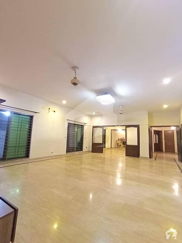 ڈی ایچ اے فیز 8 سابقہ ایئر ایوینیو ڈی ایچ اے فیز 8 ڈی ایچ اے ڈیفینس لاہور میں 3 کمروں کا 1 کنال زیریں پورشن 90 ہزار میں کرایہ پر دستیاب ہے۔