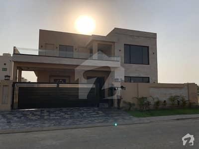 لیک سٹی ۔ سیکٹر ایم ۔ 3 لیک سٹی رائیونڈ روڈ لاہور میں 5 کمروں کا 1 کنال مکان 4.5 کروڑ میں برائے فروخت۔