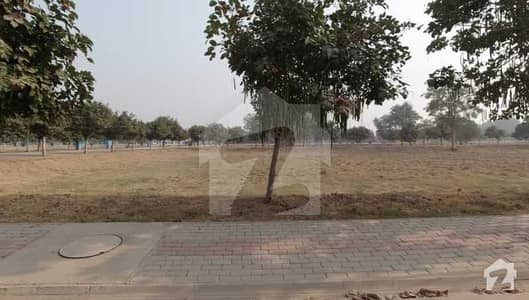 بحریہ ٹاؤن ۔ بلاک ای ای بحریہ ٹاؤن سیکٹرڈی بحریہ ٹاؤن لاہور میں 1 کنال رہائشی پلاٹ 1.8 کروڑ میں برائے فروخت۔