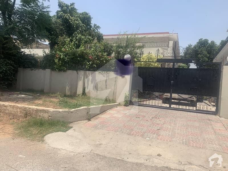ایف ۔ 10 مرکز ایف ۔ 10 اسلام آباد میں 10 کمروں کا 2.04 کنال مکان 16 کروڑ میں برائے فروخت۔