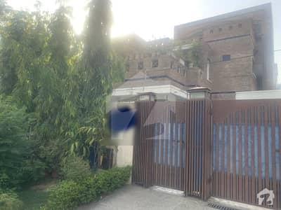 ایف ۔ 11 مرکز ایف ۔ 11 اسلام آباد میں 7 کمروں کا 1 کنال مکان 8.5 کروڑ میں برائے فروخت۔