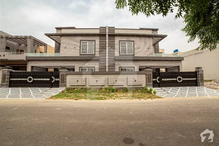 10 Marla Pair Ultra Modern Designer House 5 Bed Double Unit Hot Location Solid Construction