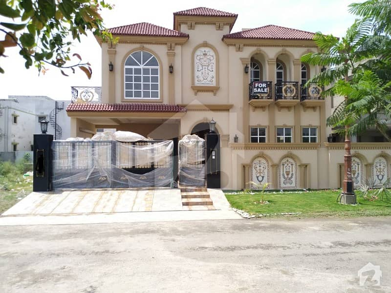 Spanish 1 Kanal Brand New Out Class House In Lake City 5 Beds Prayer Room Swimming Pool Gym Etc