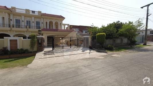 ویلینشیاء ۔ بلاک بی ویلینشیاء ہاؤسنگ سوسائٹی لاہور میں 6 کمروں کا 2 کنال مکان 9.5 کروڑ میں برائے فروخت۔