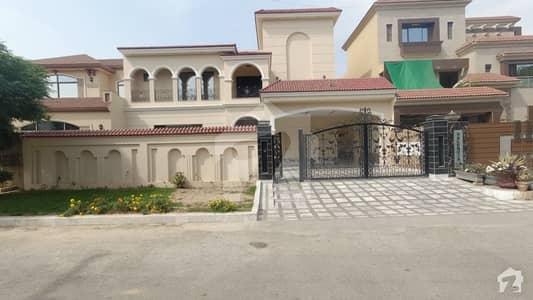 ویلینشیاء ۔ بلاک ای1 ویلینشیاء ہاؤسنگ سوسائٹی لاہور میں 5 کمروں کا 1 کنال مکان 5 کروڑ میں برائے فروخت۔