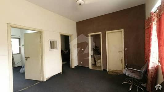جی ۔ 11/3 جی ۔ 11 اسلام آباد میں 2 کمروں کا 4 مرلہ فلیٹ 84 لاکھ میں برائے فروخت۔