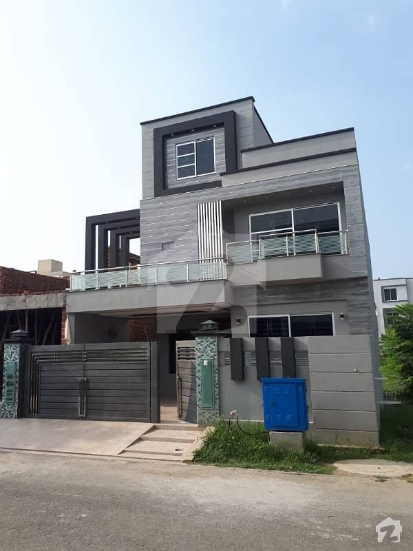 لیک سٹی ۔ سیکٹر ایم ۔ 2اے لیک سٹی رائیونڈ روڈ لاہور میں 5 کمروں کا 10 مرلہ مکان 3 کروڑ میں برائے فروخت۔