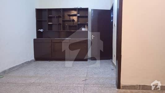 جی ۔ 9 اسلام آباد میں 4 کمروں کا 7 مرلہ مکان 70 ہزار میں کرایہ پر دستیاب ہے۔