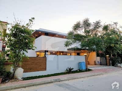 بحریہ ٹاؤن فیز 2 بحریہ ٹاؤن راولپنڈی راولپنڈی میں 5 کمروں کا 1.05 کنال مکان 6.75 کروڑ میں برائے فروخت۔