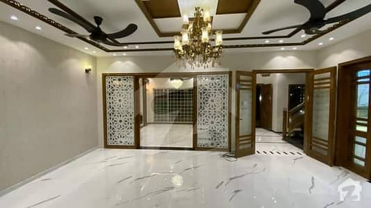 بحریہ ٹاؤن فیز 8 ۔ سفاری ویلی بحریہ ٹاؤن فیز 8 بحریہ ٹاؤن راولپنڈی راولپنڈی میں 5 کمروں کا 7 مرلہ مکان 65 ہزار میں کرایہ پر دستیاب ہے۔