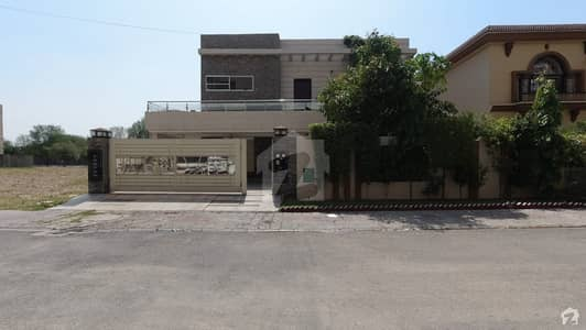 بحریہ ٹاؤن نشتر بلاک بحریہ ٹاؤن سیکٹر ای بحریہ ٹاؤن لاہور میں 6 کمروں کا 1 کنال مکان 4.25 کروڑ میں برائے فروخت۔