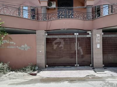خیابانِ کالونی فیصل آباد میں 9 مرلہ مکان 1.5 کروڑ میں برائے فروخت۔