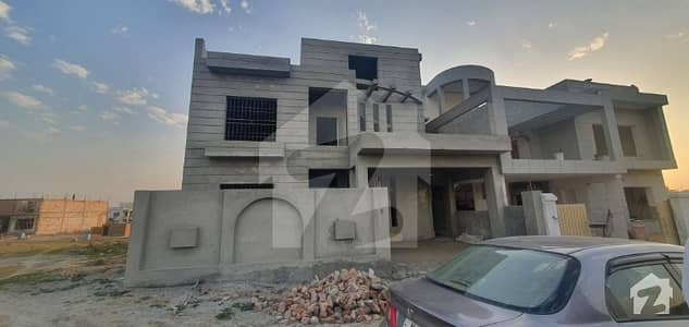 Gulberg Residencia 10 Marla House Gray Structure For Sale