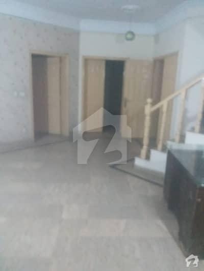 مسلم ٹاؤن لاہور میں 11 کمروں کا 7 مرلہ مکان 1.15 لاکھ میں کرایہ پر دستیاب ہے۔