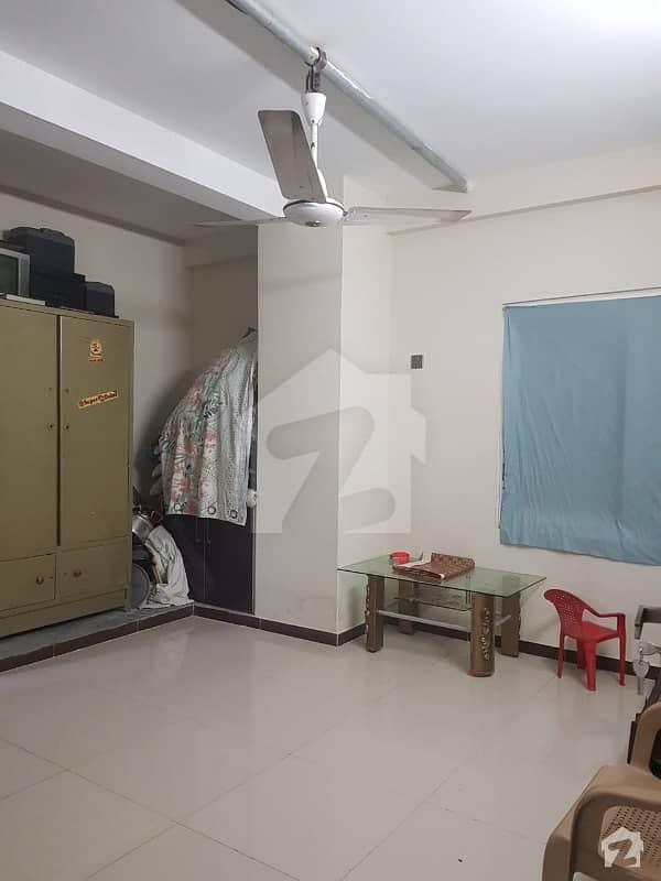 کلفٹن ۔ بلاک 2 کلفٹن کراچی میں 3 کمروں کا 9 مرلہ پینٹ ہاؤس 2.6 کروڑ میں برائے فروخت۔