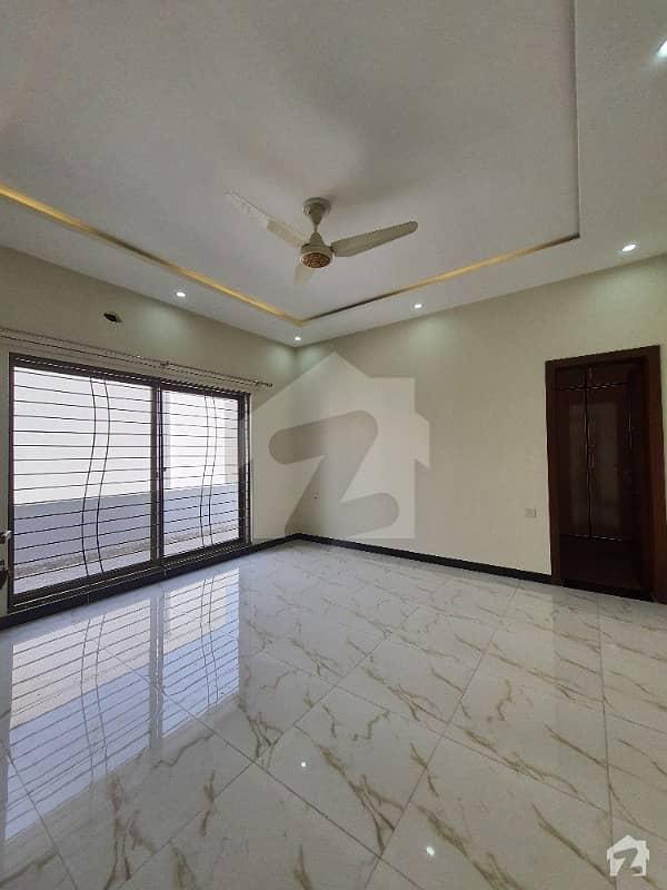 ڈی ایچ اے فیز 6 ڈیفنس (ڈی ایچ اے) لاہور میں 2 کمروں کا 1 کنال بالائی پورشن 65 ہزار میں کرایہ پر دستیاب ہے۔