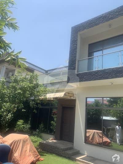 ایف ۔ 10 اسلام آباد میں 5 کمروں کا 1.02 کنال مکان 9.5 کروڑ میں برائے فروخت۔