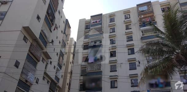 Gulshan-e-Iqbal - Block 13 Gulshan-e-Iqbal - Block 13 26/5000 گلشن اقبال - بلاک 13 گلشنِ اقبال گلشنِ اقبال ٹاؤن کراچی میں 3 کمروں کا 8 مرلہ فلیٹ 1.45 کروڑ میں برائے فروخت۔