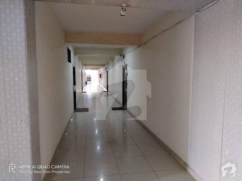 یونیورسٹی ٹاؤن پشاور میں 1 کمرے کا 3 مرلہ فلیٹ 45 لاکھ میں برائے فروخت۔