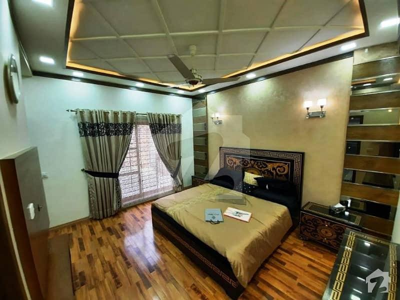 ڈی ایچ اے فیز 8 ڈیفنس (ڈی ایچ اے) لاہور میں 4 کمروں کا 10 مرلہ فلیٹ 2.5 کروڑ میں برائے فروخت۔