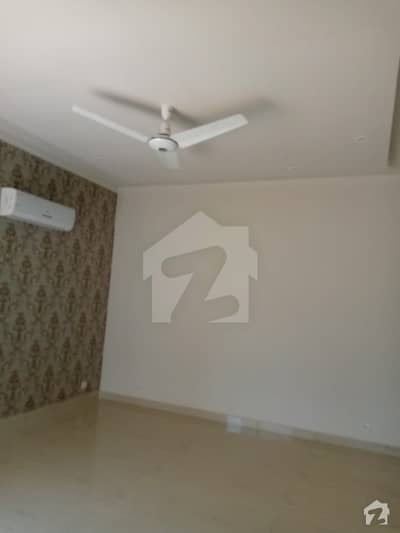 عسکری 9 عسکری لاہور میں 4 کمروں کا 1 کنال مکان 4.9 کروڑ میں برائے فروخت۔