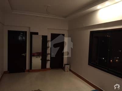 لطیف آباد یونٹ 2 لطیف آباد حیدر آباد میں 3 کمروں کا 5 مرلہ فلیٹ 70 لاکھ میں برائے فروخت۔