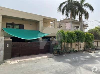 سرفراز کالونی پیپلز کالونی نمبر 2 فیصل آباد میں 4 کمروں کا 1 کنال مکان 4 کروڑ میں برائے فروخت۔