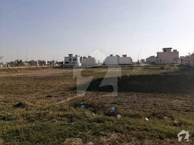 ڈی ایچ اے فیز 8 - بلاک وی فیز 8 ڈیفنس (ڈی ایچ اے) لاہور میں 1 کنال رہائشی پلاٹ 4 کروڑ میں برائے فروخت۔
