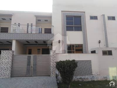 ماڈل سٹی ٹو ستیانہ روڈ فیصل آباد میں 5 مرلہ مکان 1.15 کروڑ میں برائے فروخت۔