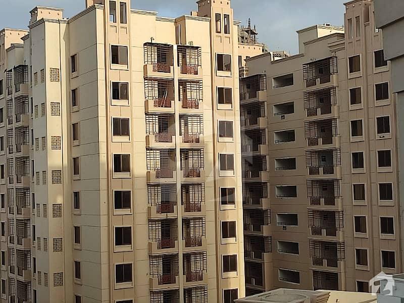 جناح ایونیو کراچی میں 2 کمروں کا 6 مرلہ فلیٹ 70 لاکھ میں برائے فروخت۔