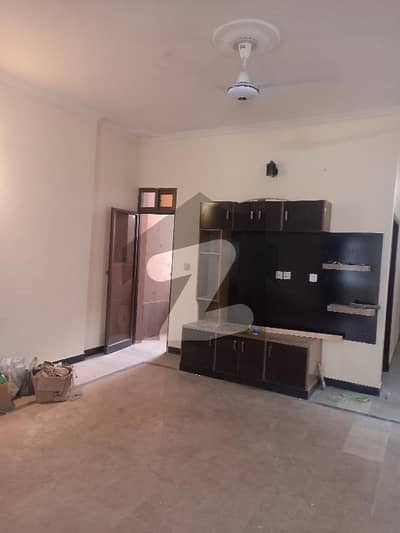 1 Kanal House Available For Rent.