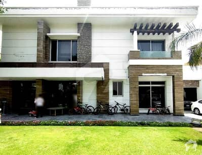 1.25 Kanal (25 Marla) 5 Bedrooms Luxury House Owner Built Executive Location