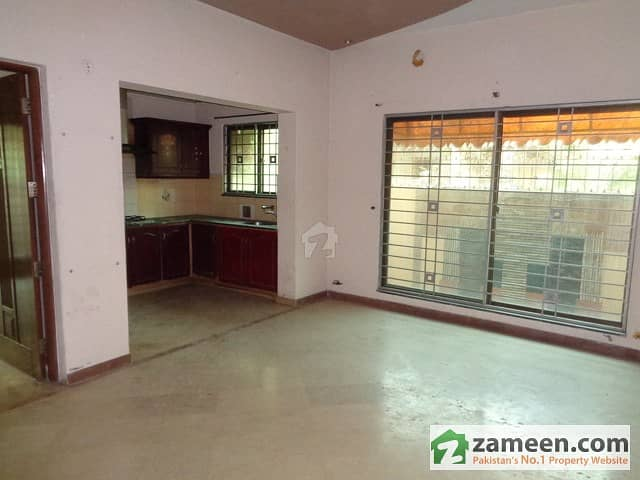 Outclass Location Low Price 5 Marla Slightly Used House For Rent Phase 4