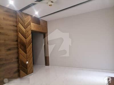 ایڈن ویلی فیصل آباد میں 5 کمروں کا 11 مرلہ مکان 4.2 کروڑ میں برائے فروخت۔